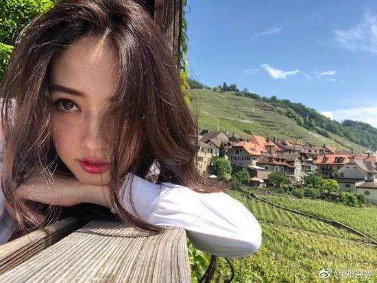 郭碧婷向佐公布恋情,越来越美的她简直太迷人!
