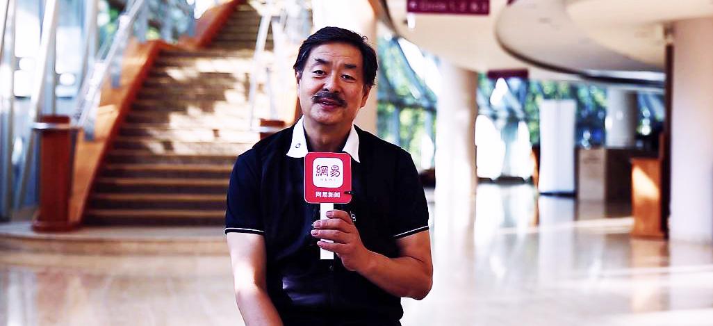 专访濮存昕:大树配啤酒,最爱新加坡