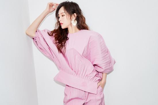 杨幂穿上芭比粉秒变少女,原来粉色也能那么好看!