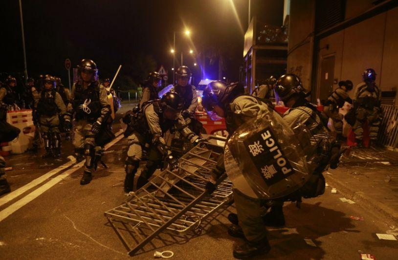 屡屡铐上香港极端示威者的速龙小队是什么来头?