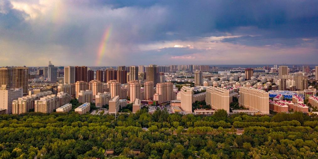 银川:风雨之后彩虹挂天边