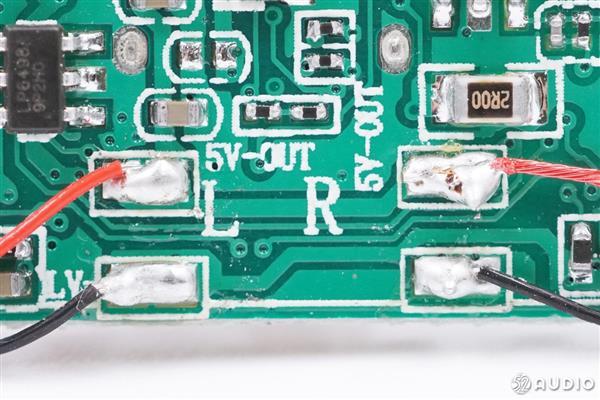 山寨AirPods Pro进阶版拆解:内部竟有两个配重铁块