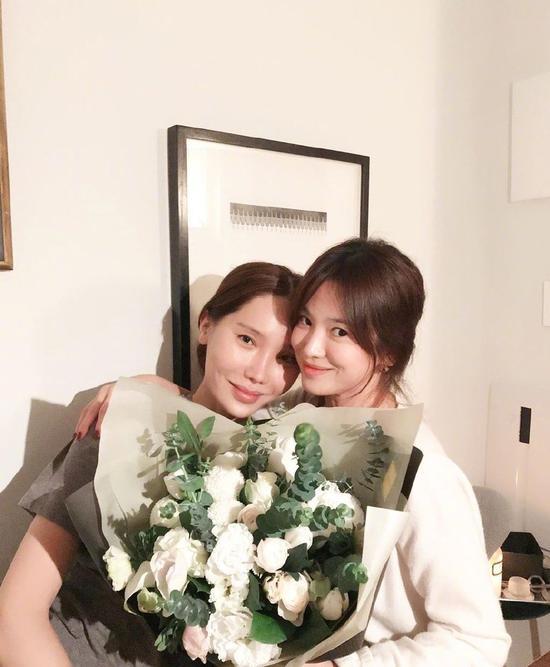 宋慧乔离婚后的首个生日 长得美还活得美!