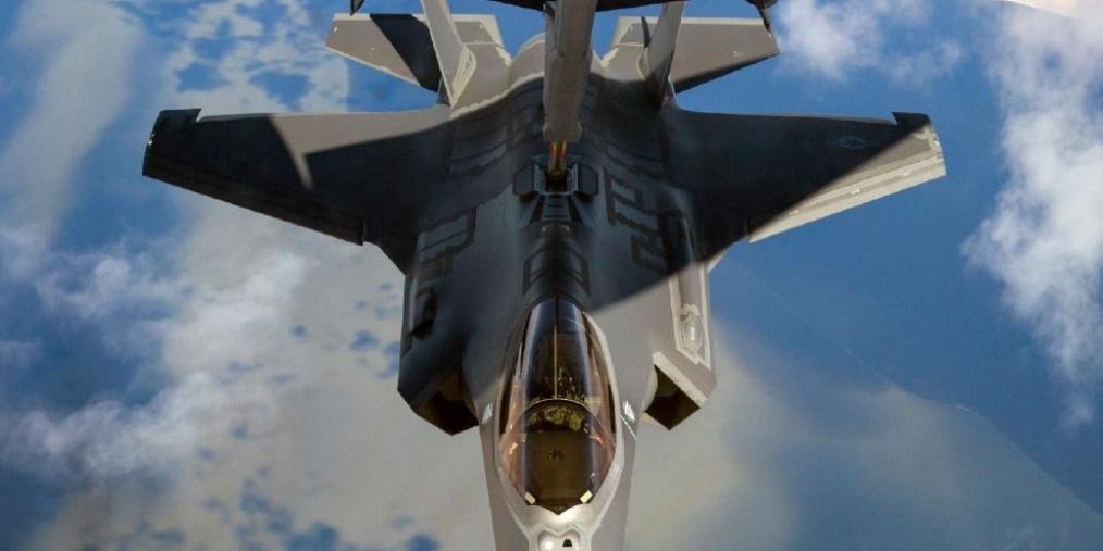 F-35A战斗机空中加油高清图