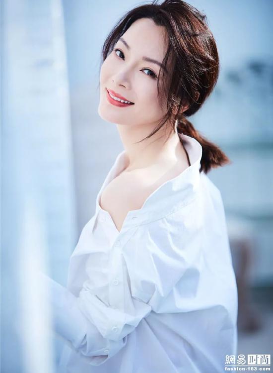 让女明星大撞衫的白衬衫 最适合春天!